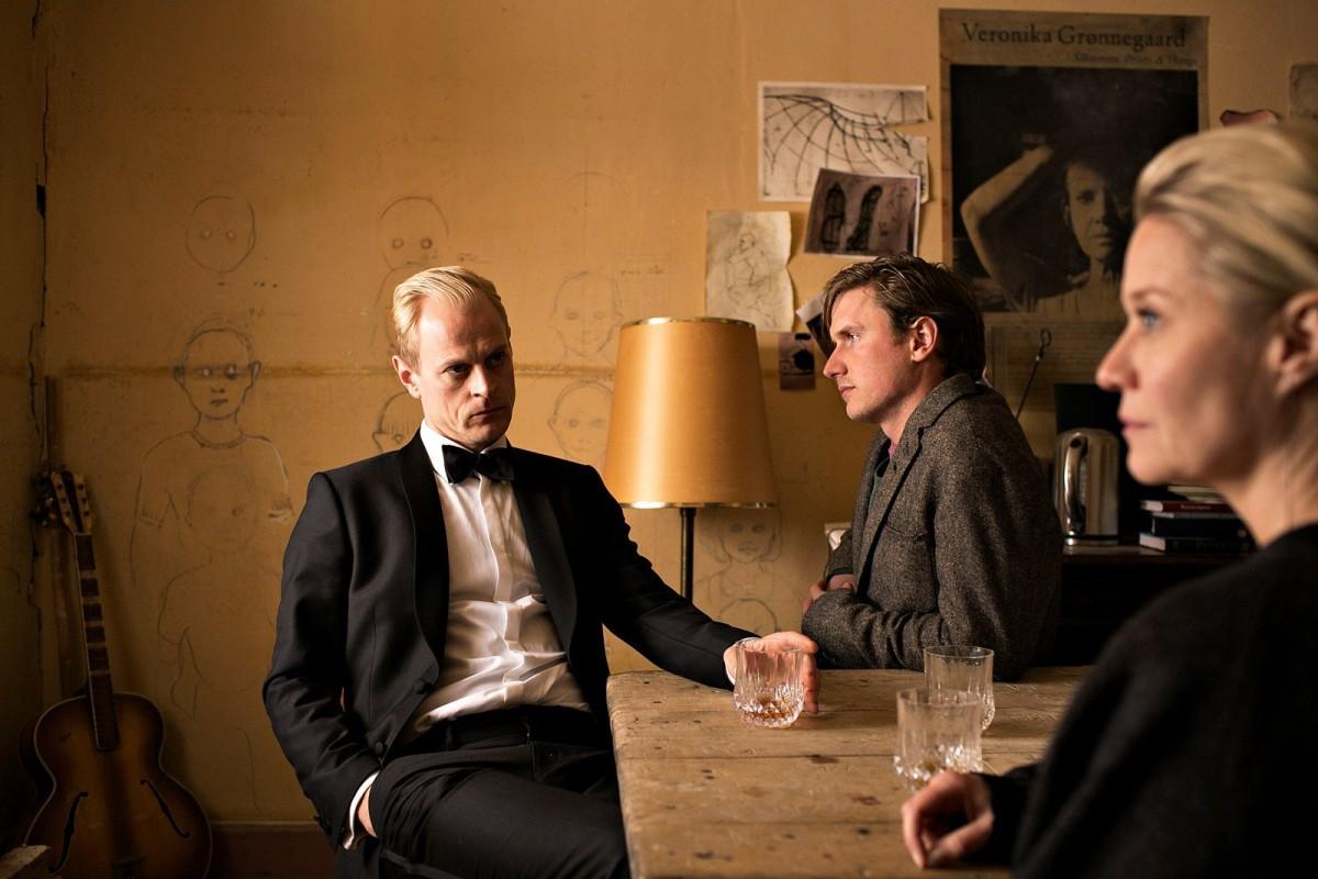Frederik, Emil og Gro Grønnegaard (Carsten Bjørnlund, Mikkel Boe Følsgaard, Trine Dyrholm). Foto: Martin Lehmann / DR