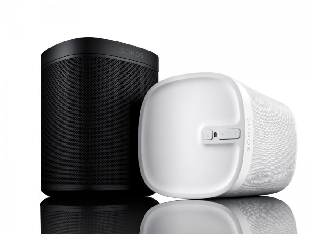 Play:1 Tone Limited Edition kommer i to farver: absolute black og pristine white