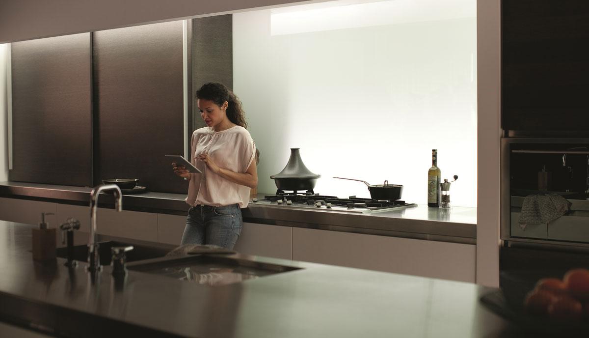 Hue-Lightstrip-Plus_kitchen-white