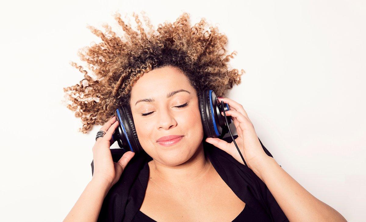 I gns. hører hver dansker over 12 år nu radio i 4 min. mere om dagen end i 2014. Foto: Mew / DR