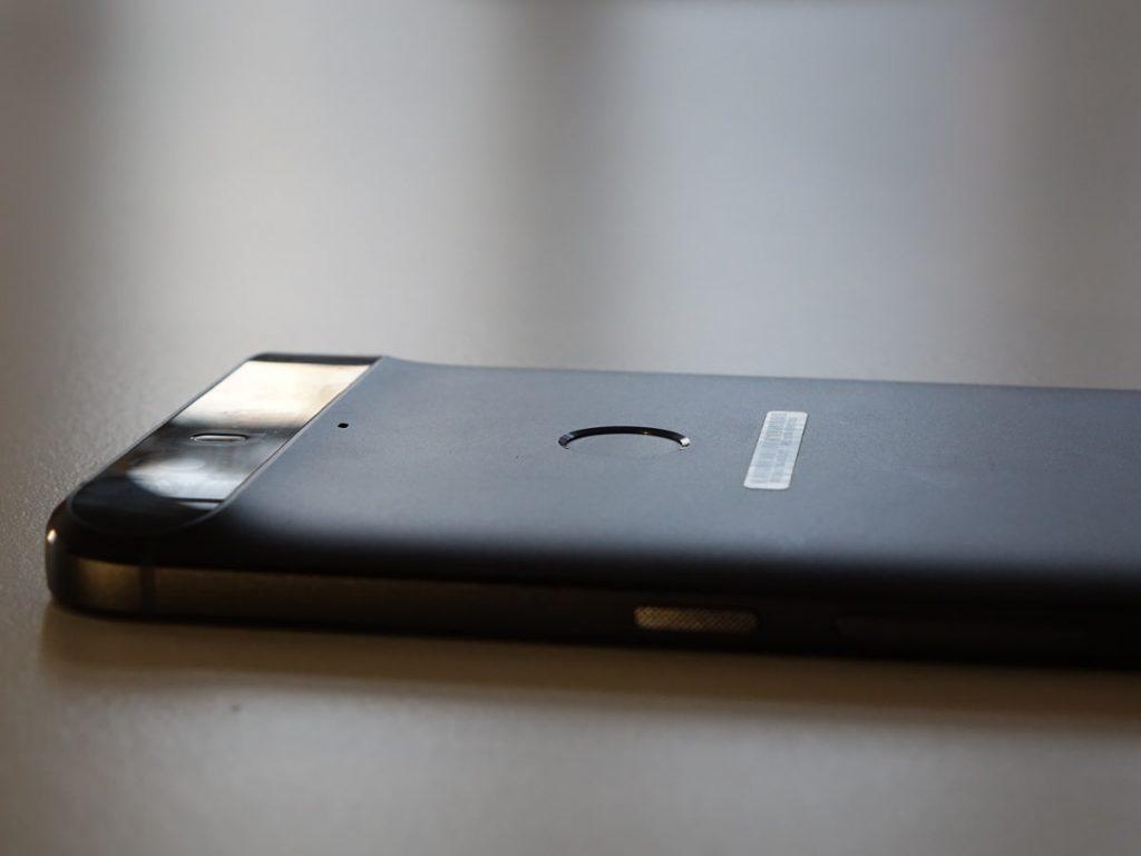 Kamera og fingeraftryklæser på Google Nexus 6P fra Huawei. (foto: recordere.dk)