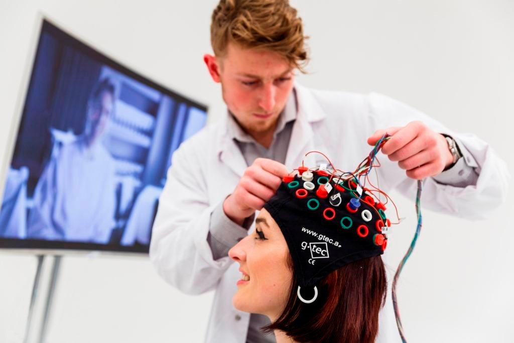 Mindlab målte hjerneaktivitet. Foto: Samsung