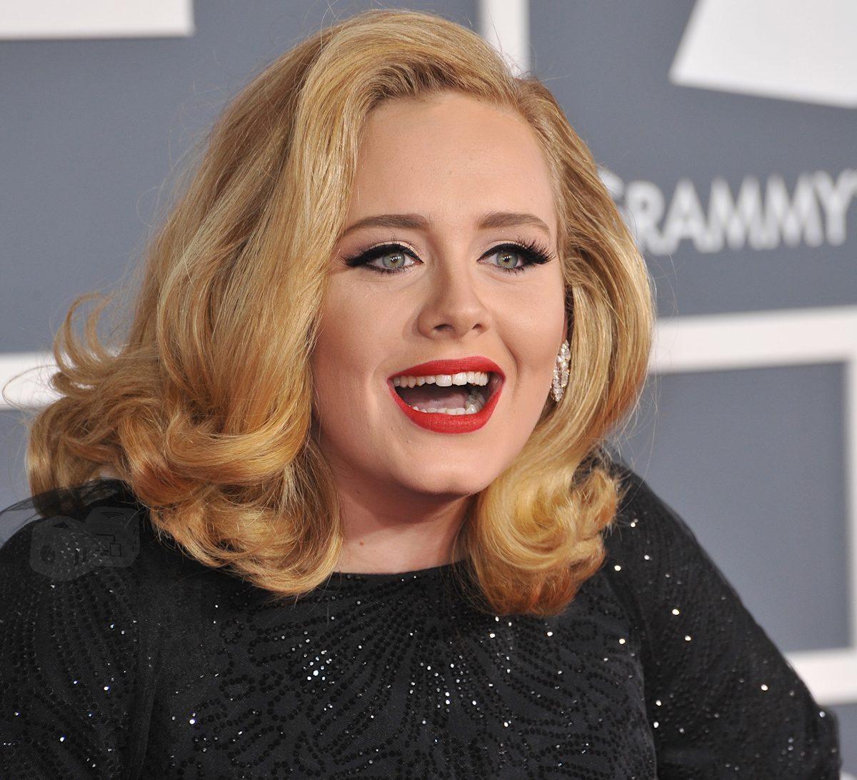 Adele kan grine hele vejen ned til banken. Foto: Shutterstock.com
