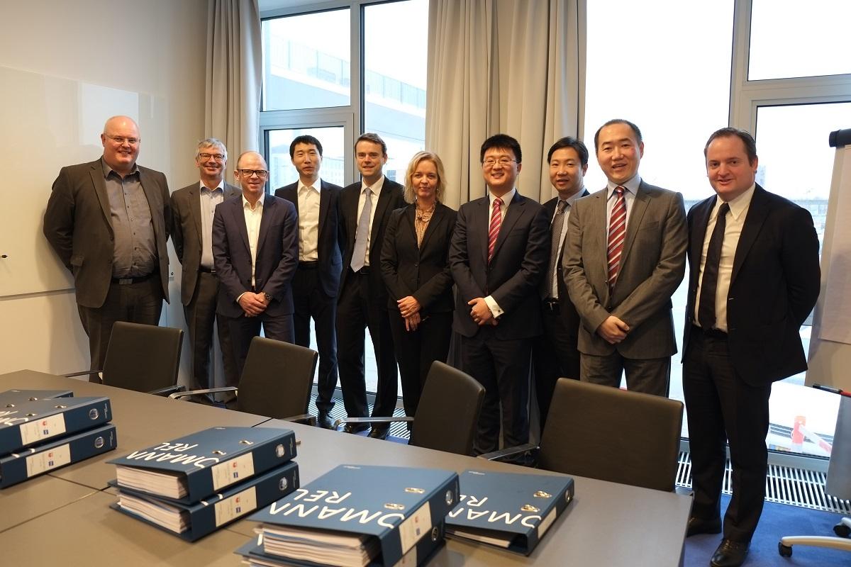 TDC og Huawei fejrer underskrift af kontrakt (foto: TDC)