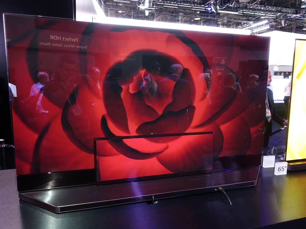 CES_2016_LGBOOTH_10