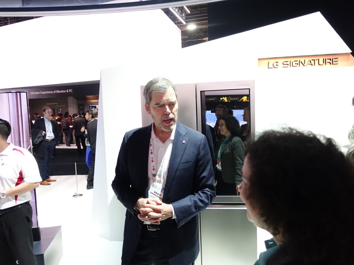 CES_2016_LGBOOTH_21