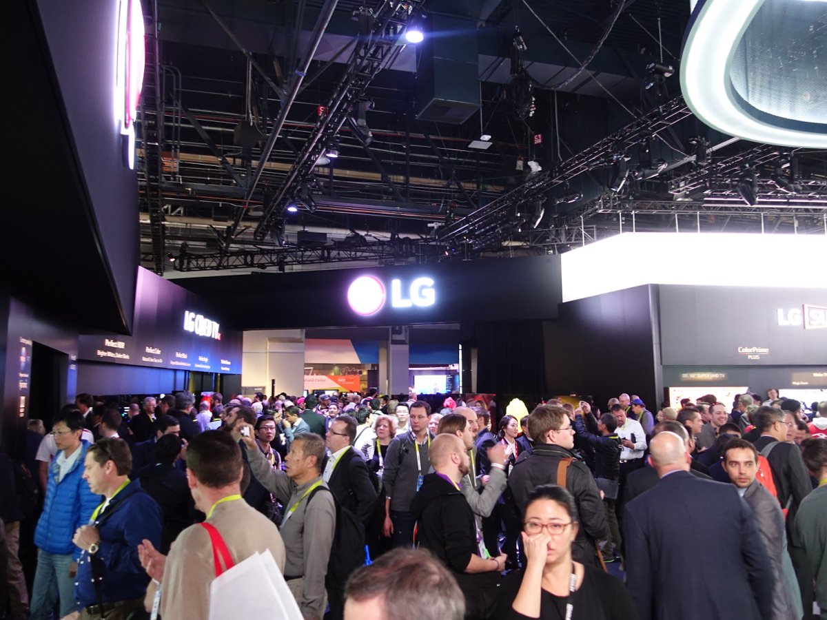 CES_2016_LGBOOTH_27