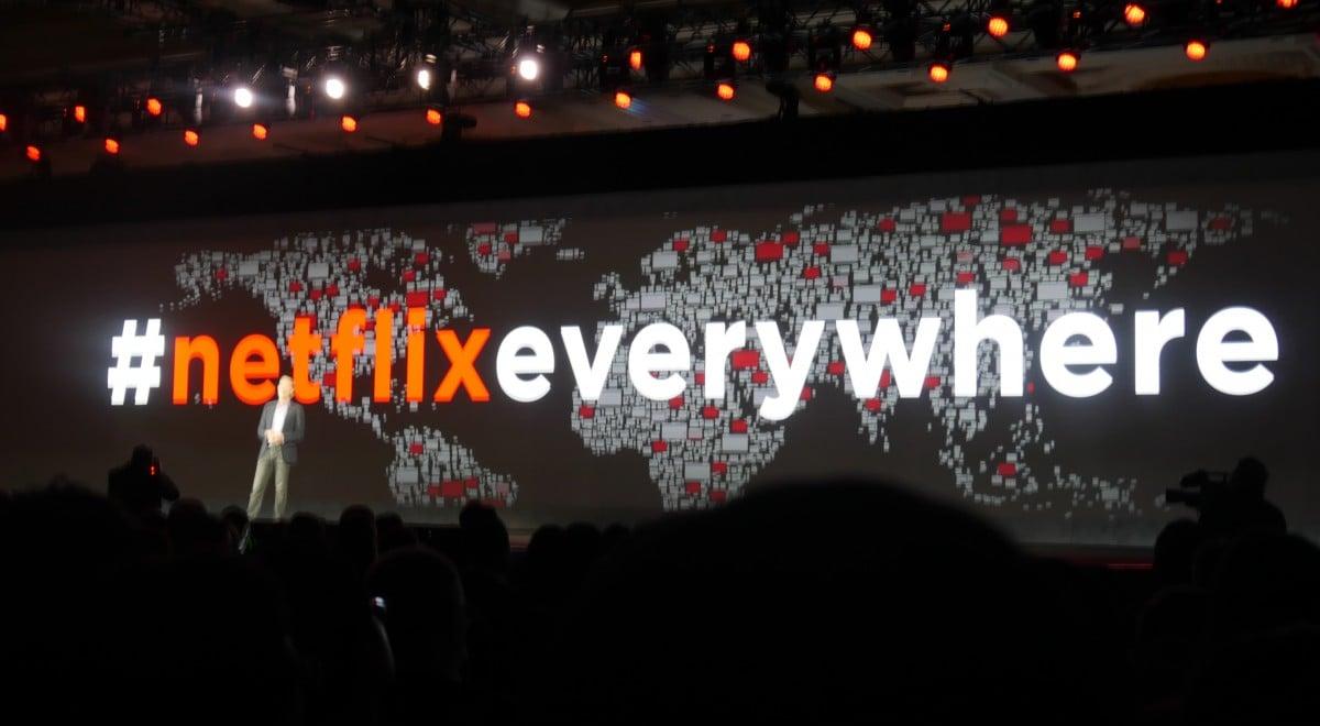 Reed Hastings, Netflix CEO, på scenen ved CES 2016. Foto: recordere.dk