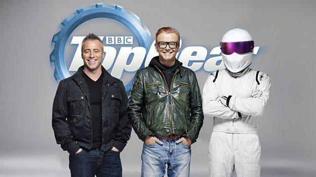 Værterne på BBCs Top Gear: Matt LeBlanc, Chris Evans og The Stig. Foto: BBC