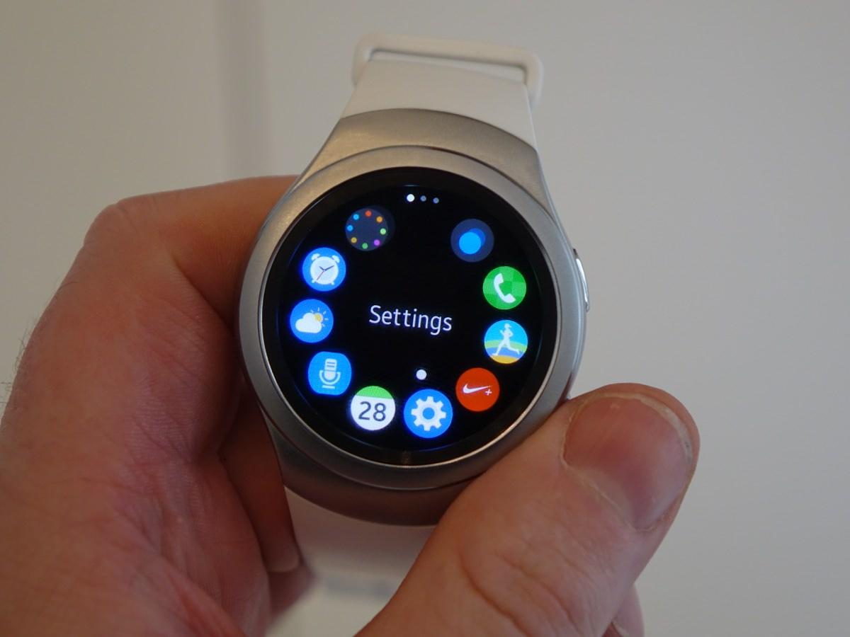 Samsungs interface fungerer godt med urkransen (foto: recordere.dk)