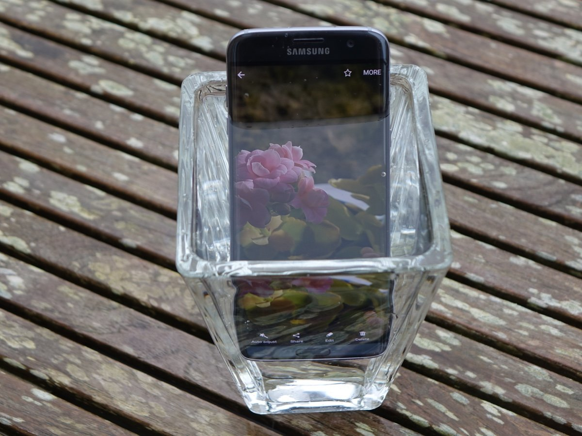 "Samsung Galaxy S7 Edge ""On the Rocks"" (foto: recordere.dk)"