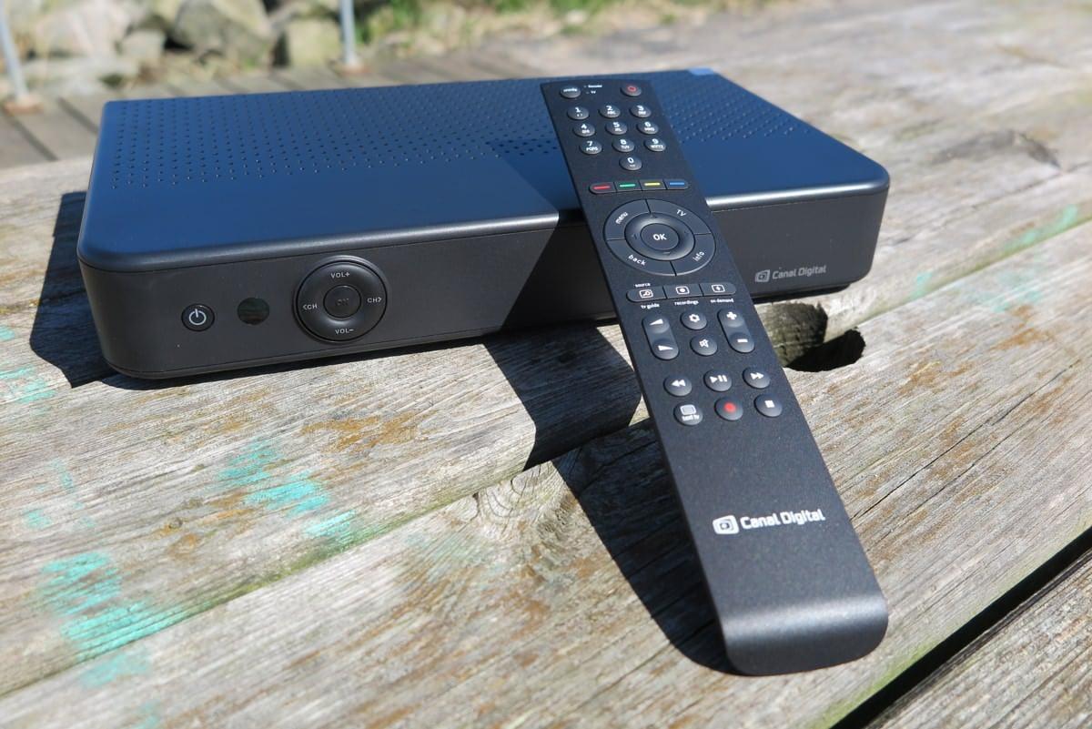 Canal Digital Smart tv-boks med fjernbetjening. Foto: recordere.dk
