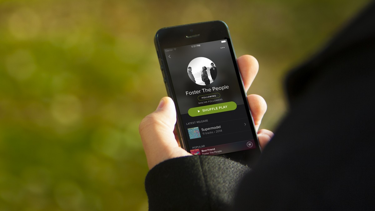 Spotify-iphone-artist-outdoor