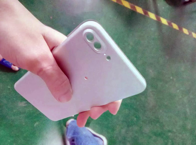 iPhone Plus bagside. Foto via: Nowhereelse.fr