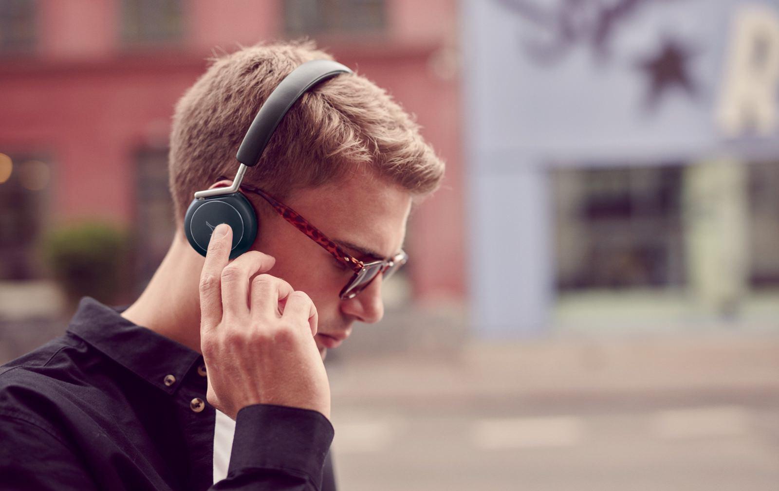 Libratone Q Adapt headphones
