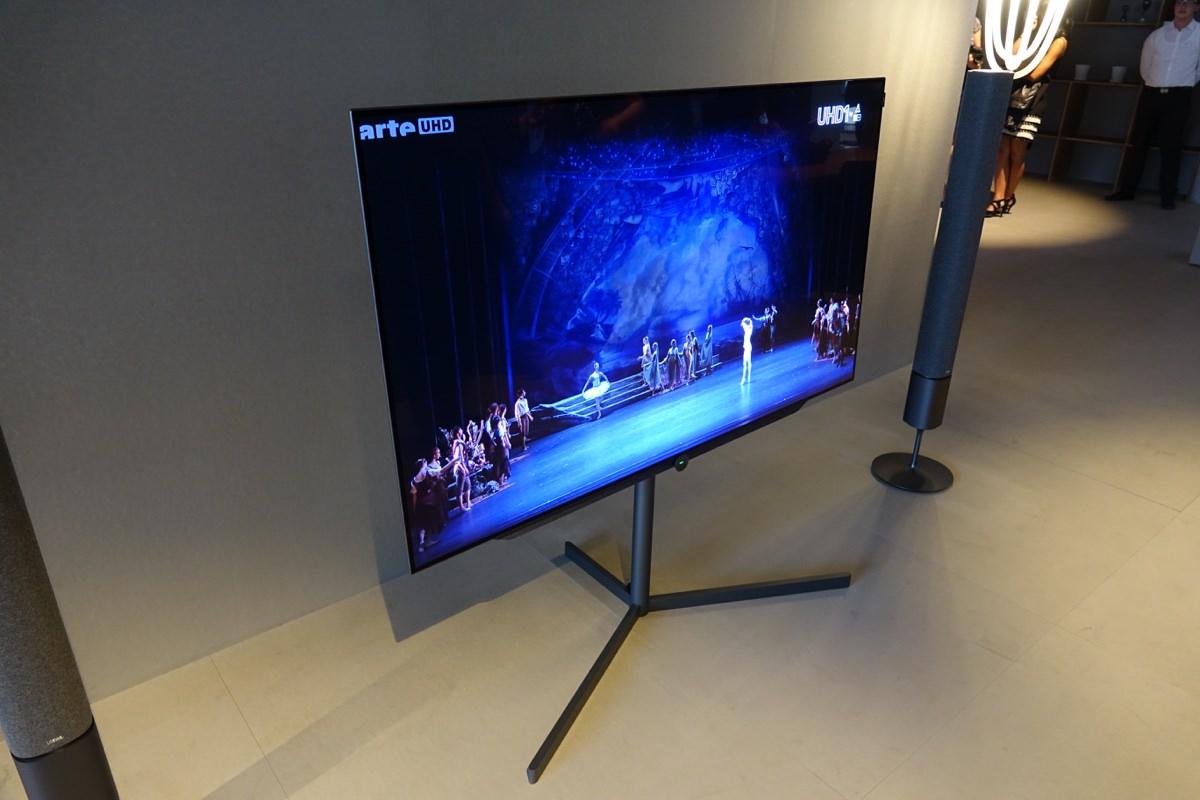 video her er loewe bild 7 oled tv. Black Bedroom Furniture Sets. Home Design Ideas