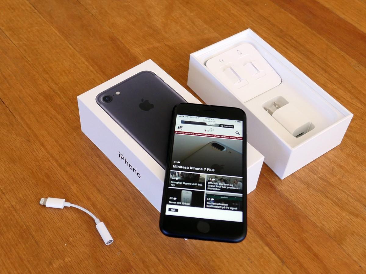 0322c1f019d iPhone 7 med embalage og Lightning-minijack adapter. Foto: recordere.dk