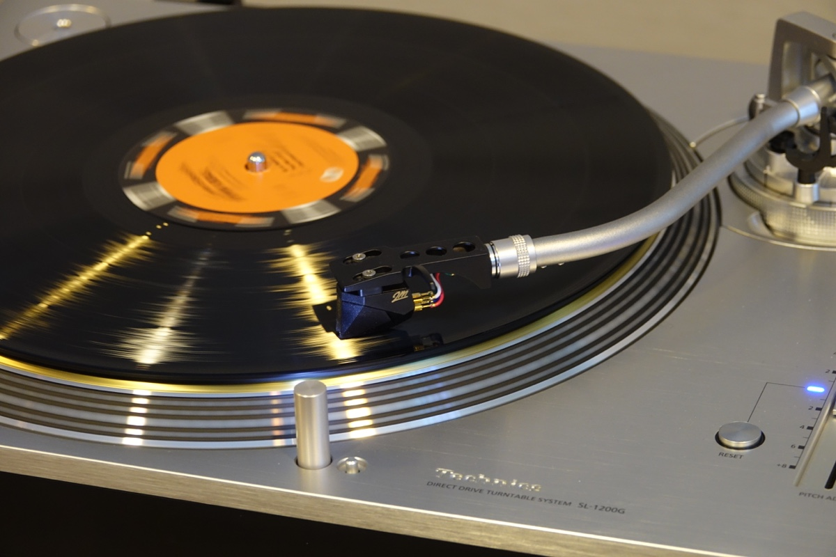 Vinyl fortsætter sin sejrsgang. Billedet: Technics SL-1200 på HiFi & Surround 2016. Foto: recordere.dk