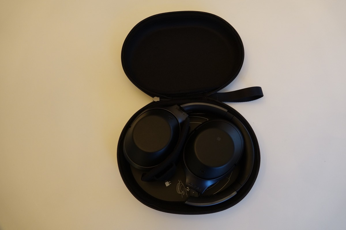 Tasken til Sony MDR-1000X (foto: recordere.dk)