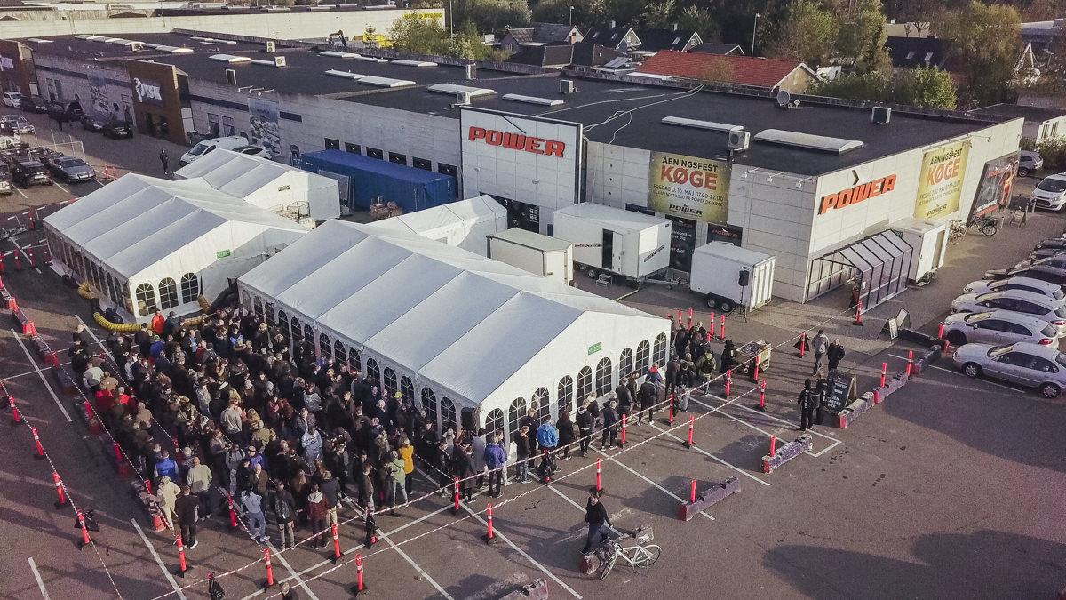 fca2cc84274 I alt 1.100 kunder stod i kø, da Power Køge åbnede